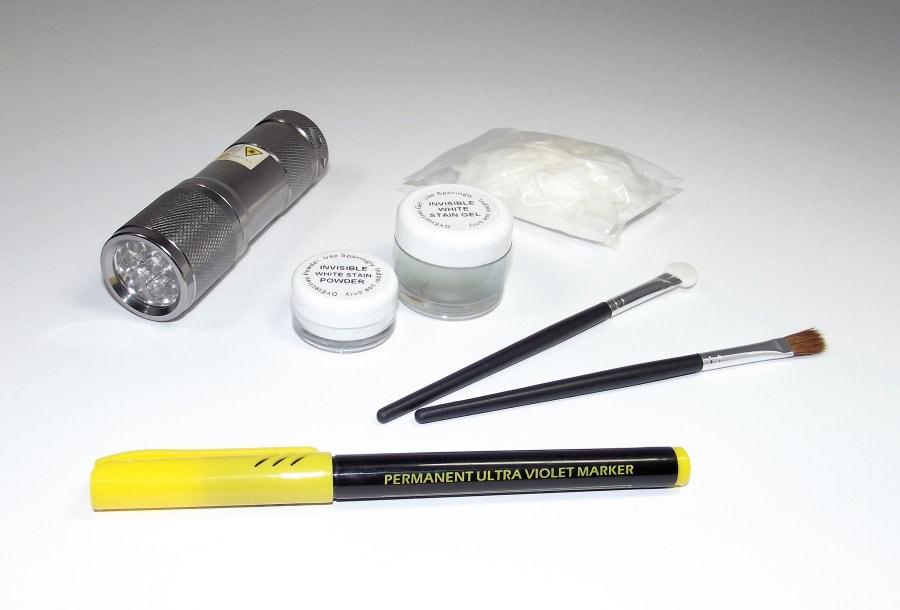 white-dyetective-kit-900